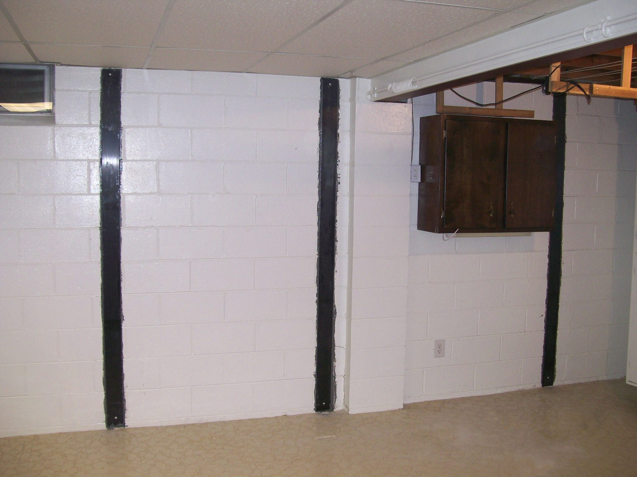 When to straighten bowing walls stablwall carbon fiber for Poured concrete basement walls